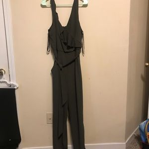 Bisou Bisou Olive green jumpsuit